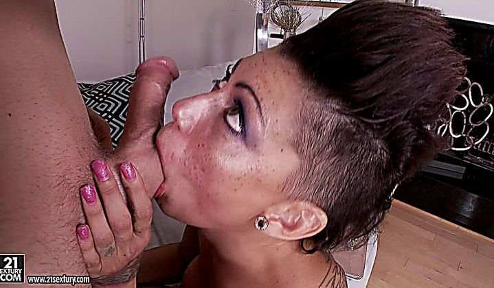 Blowjob - Hot Brunette Very High On Cocaine Fucking